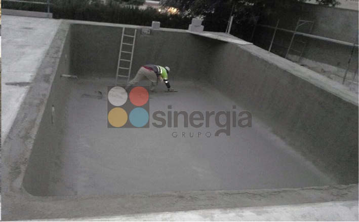 Gunitado de piscinas en calpe construcciones sinergia for Hormigon gunitado piscinas