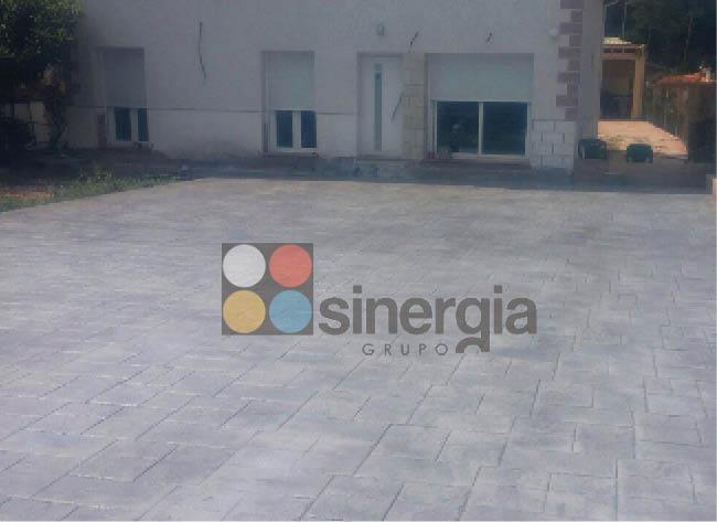Hormigón impreso entrada, patios y terraza